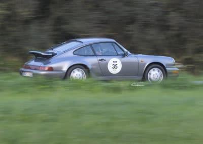 porsche 964 en 3/4 arrière lors du rallye historique du touquet paris plage