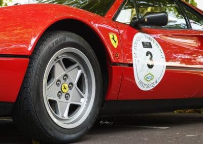 photo faite au ras du sol de Ferrari 328 badgée aux couleurs rallye historique du touquet paris plage