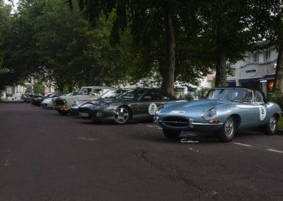parc fermé véhicules participants au rallye historique du touquet paris plage. Jaguar Type E, Aston Martin DB7, Porsche 964 Cabriolet, Peugeot 403