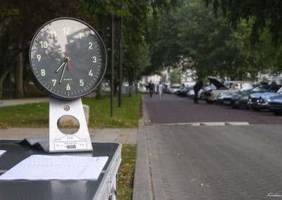 chrono du rallye historique du touquet paris plage devant le parc véhicule