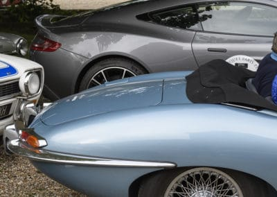 jaguar type E et aston martin vanquish lors du rallye historique du touquet paris plage
