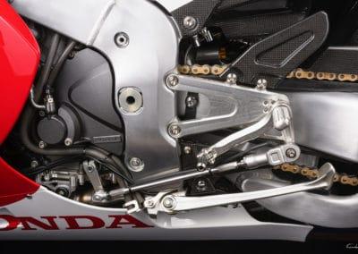 sélecteur vitesse Honda RC213 VS sur fond noir