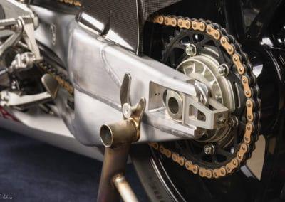 couronne et chaine Honda RC213 VS sur fond noir