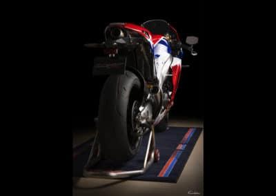 3/4 arrière Honda RC213 VS sur fond noir