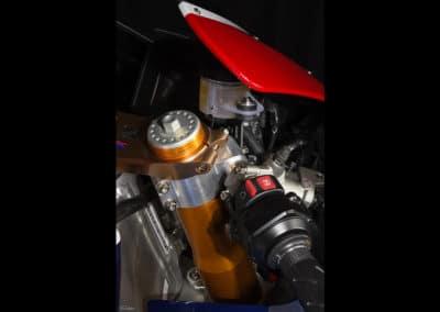 Honda RC213 VS poste de pilotagesur fond noir