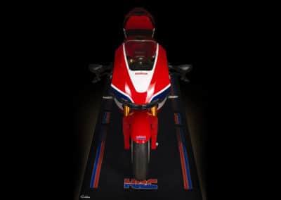 Honda RC213 VS vue du dessus fond noir