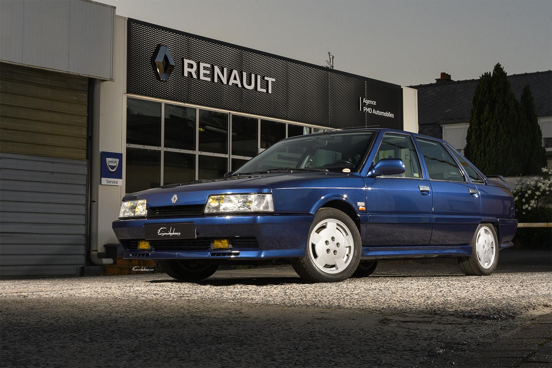 Renault 21 2L Turbo en 3/4 avant