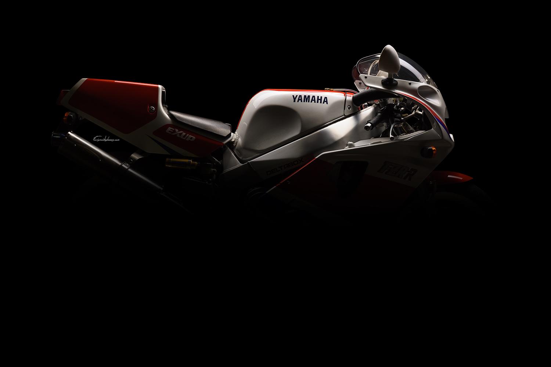 photo silhouette moto Yamaha FZR 750 R OW01