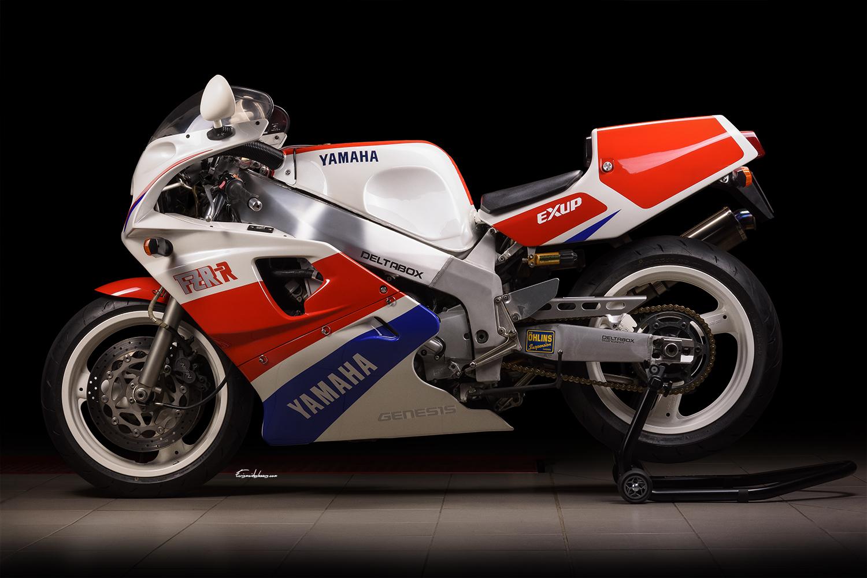 Photo profil gauche moto Yamaha FZR750R0WO1