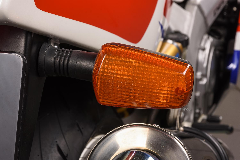 clignotant arrière droit moto Yamaha FZR 750 R OW01