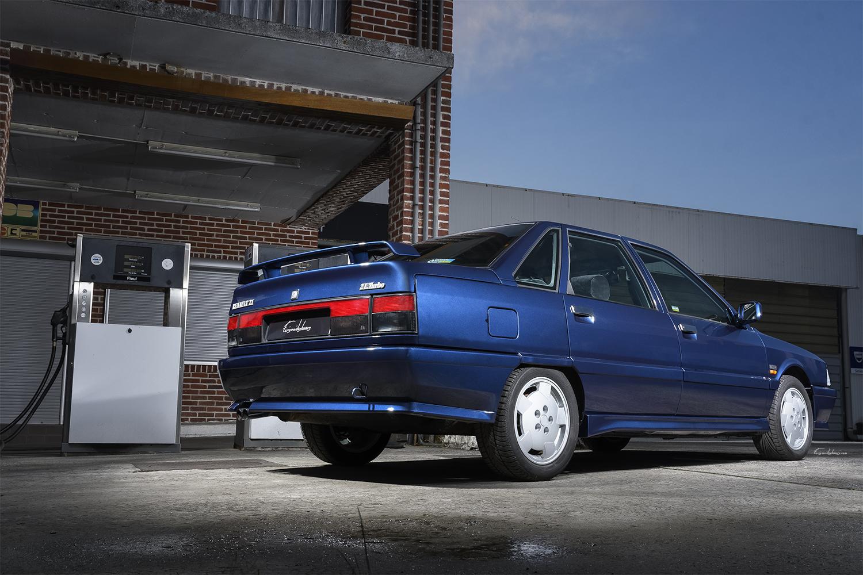 Renault 21 2L Turbo en 3/4 arrière