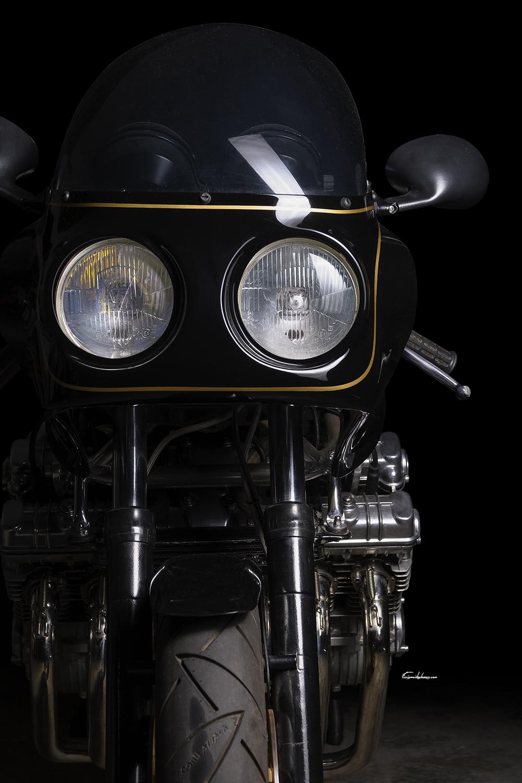 photo tête de fourche Martin CBX 1000 sur fond noir
