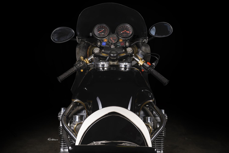 photo moto Martin CBX 1000 vue arrière sur fond noir