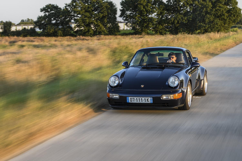 Porsche 964 3.6L Turbo en travelling 3/4 avant