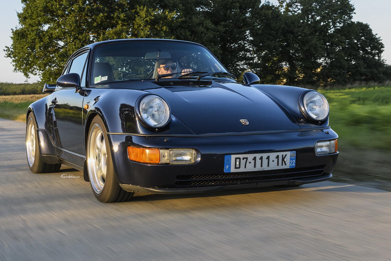 Porsche 911 type 964 3.6L Turbo en 3/4 avant en travelling